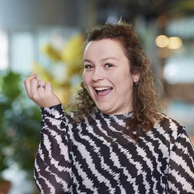 Laura van den Hoven alternatief